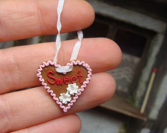sweet gingerbread heart - 12th scale