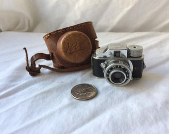 Tougodo Hit Subminiature Film Camera
