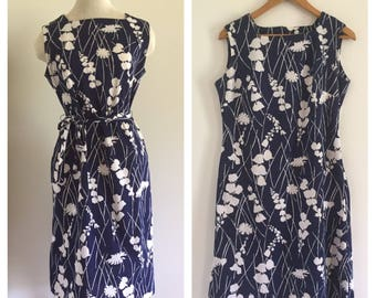 Sleeveless Navy and White Floral Sunprint Knee Length A-Line Dress M L
