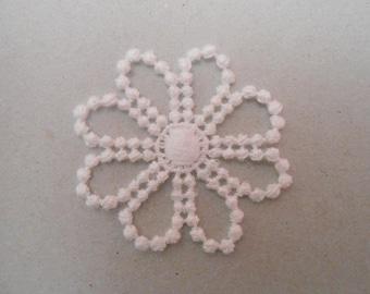 4 cm white lace flower