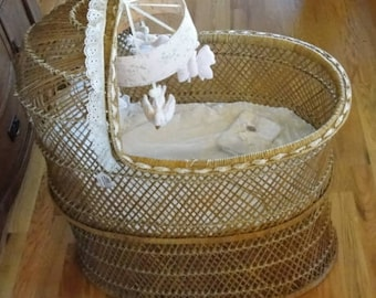Rattan Baby Bassinet Vintage Rattan Baby Bed with Plush Mobile