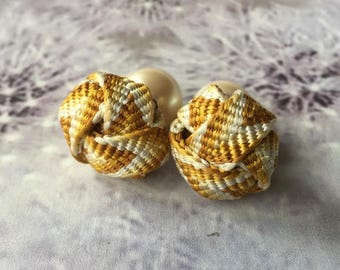 Japanese kumihimo knot stud earrings kumihimo pearl backs*Mustard gradation