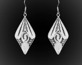 The stained glass earrings in silver embroidery