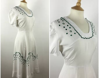 Vintage 1940s White Dress - 40s Cotton Tea Dress - Embroidered Swing Dress - Puff Sleeves - Medium - UK 10-12 / US 6-8 / EU 38-40 -