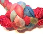 Kit de Chausson chaussette vibrait - rouge/multi BFL - teinte laine Merino et mèche. Modèle inclus