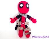 Deadpool poupée amigurumi en coton au crochet; superheros rouge et noir; figurine textile comics us