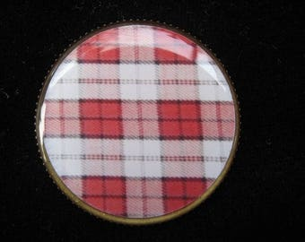 "Graphic ""Fabric Scottish"" ring set in resin"