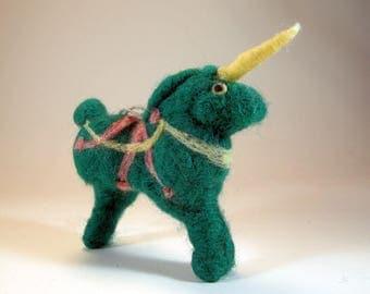 Green unicorn/needle felted unicorn/emerald unicorn ornament/green unicorn ornament/hanging unicorn/unicorn tree ornament/unicorn decoration