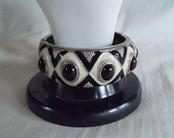 Vintage Black And White Metal Enamel Bangle Bracelet //10