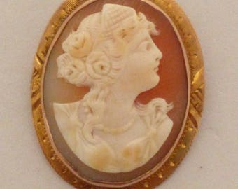 Antique Carved Shell Cameo 10K Yellow Gold Brooch / Pendant
