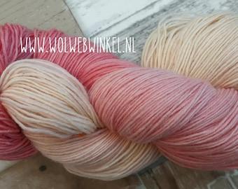 Pastel-roze sokkenwol handgeverfd