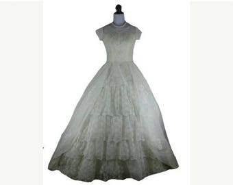 On sale 1950s White Lace Chiffon Vintage Full Skirt Wedding Dress W 25