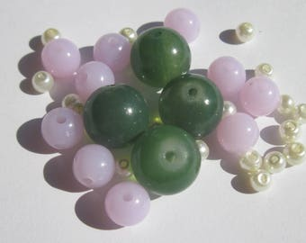 34 round glass beads, acrylic 4-12 mm (3 PV40)