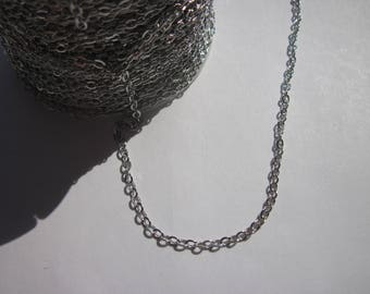 1 m of welded metal (A19) oval link chain