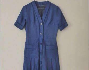 60s linen dress. S size. Navy blue shortsleeved dress with two front pockets, fully lined. In a very good vintage condition.