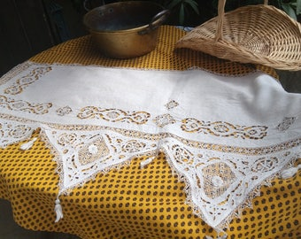 19th Century French Linen Lace Runner with Tassels Cut Work Hand Embroidered Lace Trim #sophieladydeparis