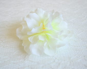 White floral hair clip, begonia flower, white hair clip, white flower clip, tropical floral clip, summer wedding, bridal accessory