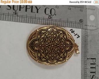 10% OFF 3 day sale Vintage used goldtone oval shaped pendant