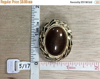 10% OFF 3 day sale Vintage Gold Toned Bronze Colored Cabochon Oval Sweater Clip Used