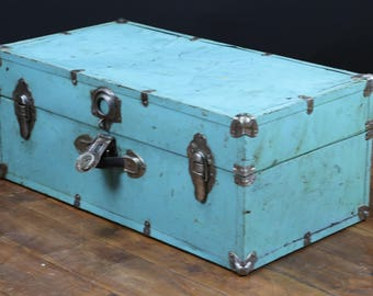 American trunk covered with metal R1218