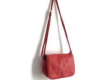 80s red leather handbag // soft bright red handbag // foldover shoulder purse // red leather bag // retro purse // boho leather purse