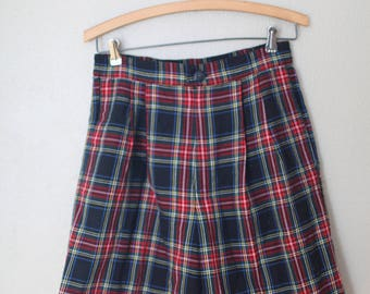 vintage pleated high rise waist navy blue red and green plaid shorts 28 30