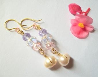 Handmade glass -freshwater pearl earrings.