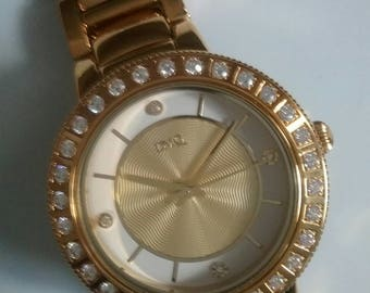 Beautiful DMQ watch needs battery bought new