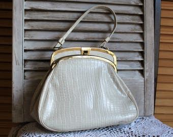 Vintage. Light gray/gator/gold/small handle/handbag/purse. 1950s. Stands on brass legs. Cute bag!