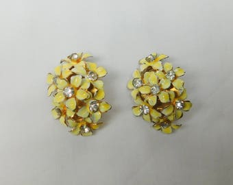 Vintage Sandor Yellow Cream Flower Clip On Earrings Signed Jewelry Clear Rhinestone Accent Enamel Floral Gold Tone Metal Bride Bridal Summer