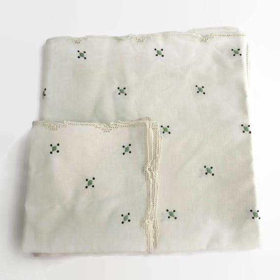 Embroidered square tablecloth with 4 napkins, tatted edges, hand embroidered with green and black, Art Deco, off white linen, 51 ins/130 cm