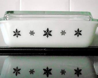 Stunning Rare Black & White Space saver JAJ Gaiety Snowflake Pyrex Deep Casserole Dish
