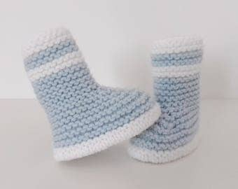 Let us put on boots babies birth in 12 blue and white woolen hand-knitted months