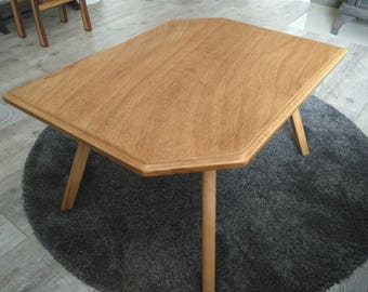 Coffee table made from bent plywood.