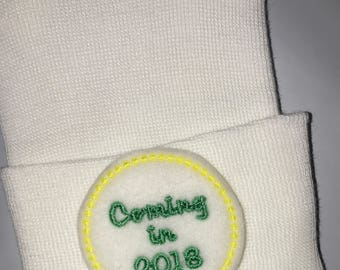 READY to SHIP! ANNoUNCE your UPcOMiNg NeW ADDiTioN!! Newborn Hospital Hat. Coming in 2018! White Hat.