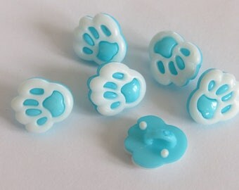 Pale blue and white animal print button