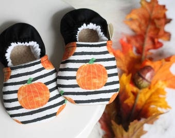 Pumpkin Baby Shoes, Baby Boy Shoes, Baby Girl Shoes, Fall Shoes, Baby Booties, Baby Moccasins,  Pumpkin baby Clothes, Pumpkin Baby