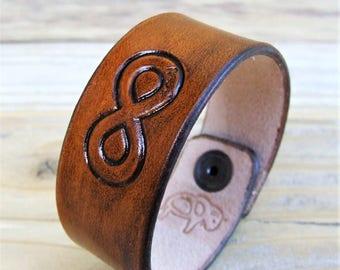 """Essential"" Infinity leather bracelet"