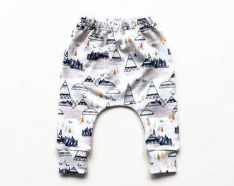 Baby infant harem pants with teepees and igloos. Woodland Oak. Slim fit harem pants with cuffs. White bio sweat GOTS.  Infant sweat pants