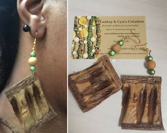 earring Christmas collection with pod blazing with wooden bead and green faux Pearl