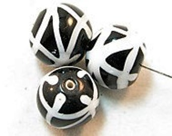 3 Pieces exclusive glass beads: cop 0077 beads, ± 16x18 mm.
