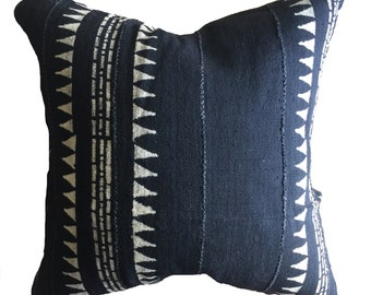 Authentic Mudcloth Pillow Cover, Mali Bogolan, Cool Black, Off-White, Triangles, Dashed Lines