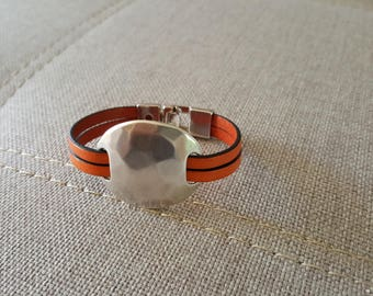 Orange leather bracelet silver hammered disc passing