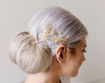 Bridal Hair Pins. Gold and Pearl Hair pins. Flower Hair Accessory. Wedding Hair Pins.