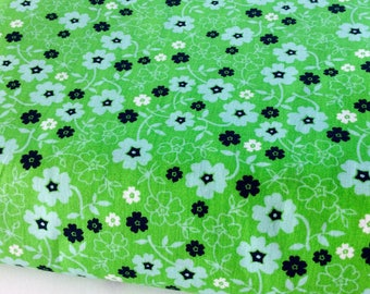 50 cm * 50 cm fabric with small flowers in shades of Green Apple