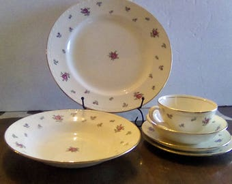 Vintage (4) Six Piece Place Settings, Homer Laughlin, Eggshell Georgian, Rambler Rose Pattern, Made in USA, 40s, Discontinued in 60s