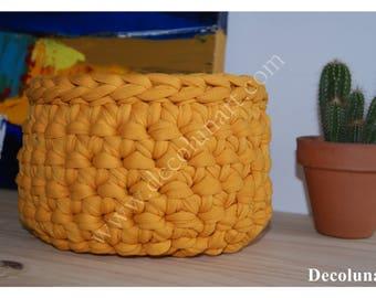 Let the Sun with this flower pot, saffron yellow crochet violet