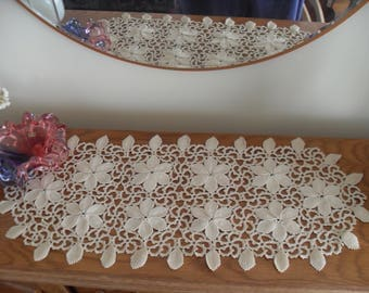 Oval cloth, crocheted with beautiful ornaments, ivory-colored