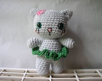 little grey cat crochet cotton with its flower pink