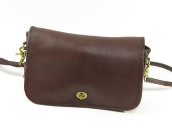Vintage 80s / 90s, Brown Leather Coach Messenger Bag! Classic Crossbody Style!
